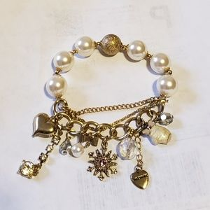 Betsey Johnson Snow Bunny bracelet  NWT